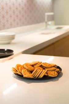 Biscoitos na mesa