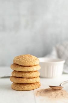 Biscoitos perto da colher