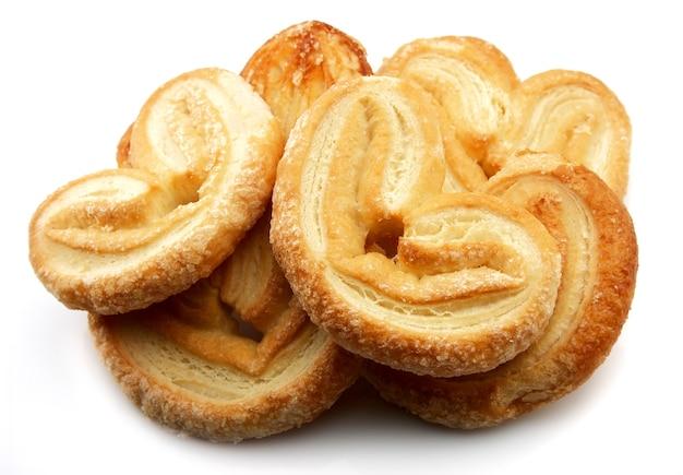 Biscoitos. pretzels doces em um branco