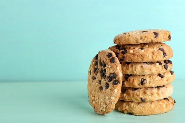 Biscoitos saborosos na cor de madeira