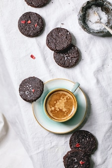 Biscoitos salgados de chocolate amargo