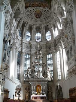Bispo da igreja barroca passau altar stephan rua dom