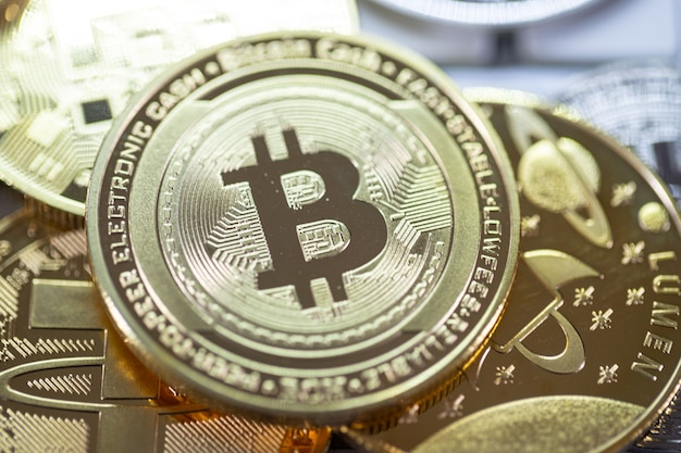 Bitcoin criptomoeda a moeda do futuro, novo dinheiro virtual. a taxa de crescimento da moeda de ouro é a moeda importante para pagar tudo no futuro mundial global.