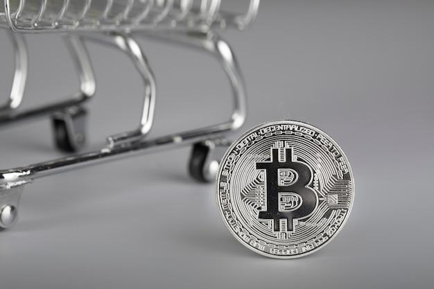 Bitcoin e carrinho de compras. fechar-se