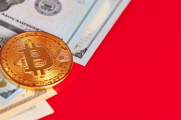 Bitcoin e dólares dourados