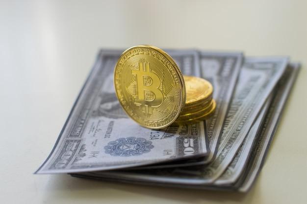 Bitcoin e nota de dólar