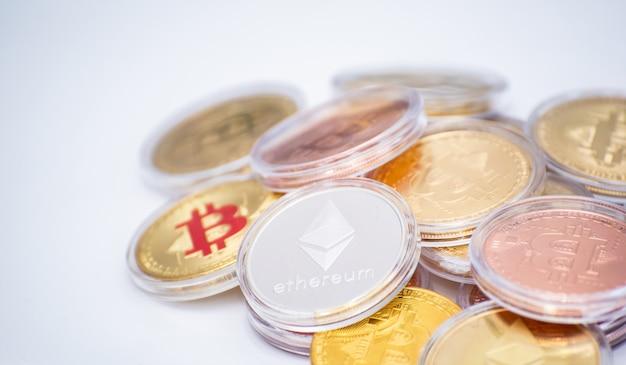 Bitcoin e seu laptop de classe empresarial trazem transações pela rede