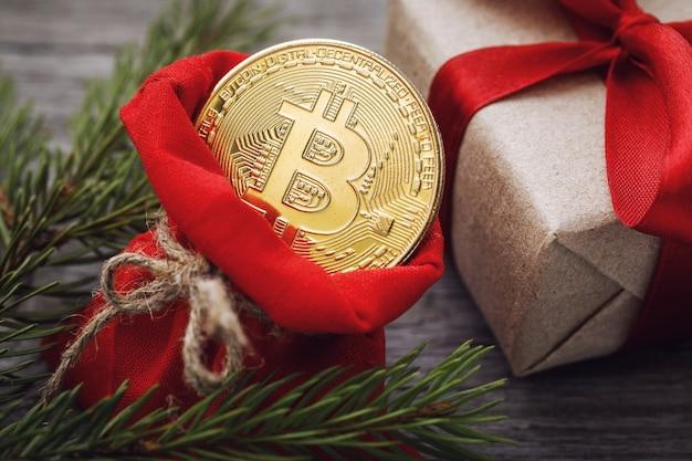 Bitcoin em uma sacola vermelha como presente de natal