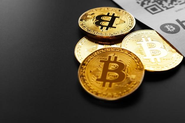 Bitcoin moedas de ouro e recibo de papel
