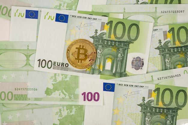 Bitcoin nas notas de euro. investir em criptomoeda. jogando na bolsa de valores.