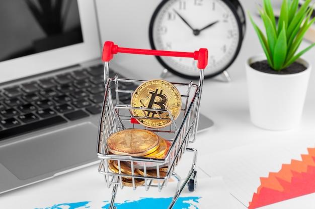 Bitcoin no mini carrinho de compras