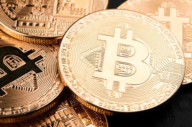 Bitcoins e dinheiro virtual.