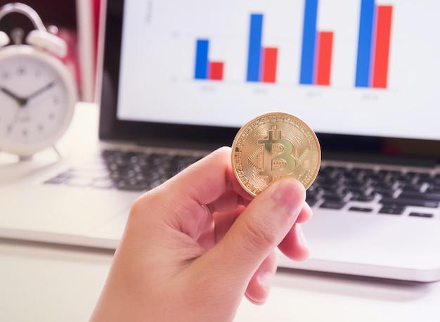 Bitcoins e gráfico de barras.