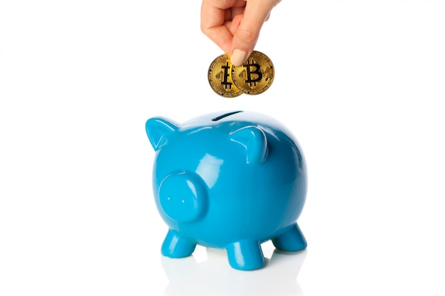 Bitcoins economizando em um cofrinho
