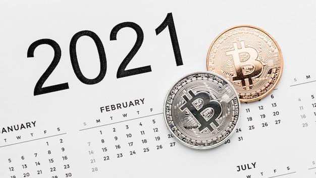 Bitcoins em arranjo de calendário 2021