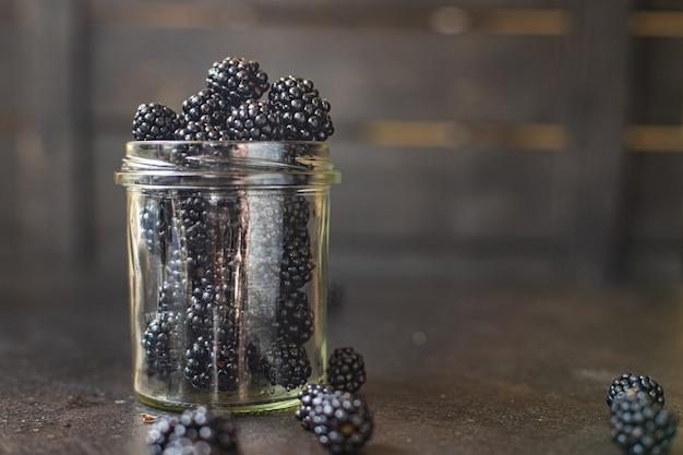 Blackberry fresco suculento doce frutas colheita refeição orgânica lanche cópia espaço comida fundo rústico