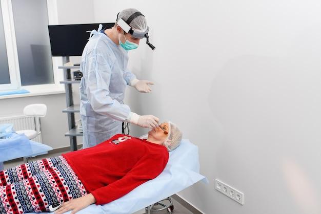 Blefaroplastia, operação de cirurgia plástica para correção de defeitos, deformidades e desfigurações das pálpebras