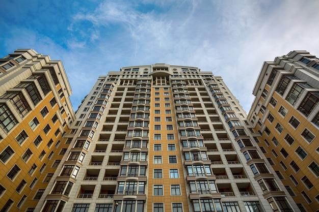 Bloco de apartamentos caro