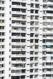 Bloco de apartamentos com terraços