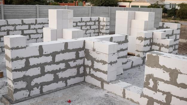 Bloco de concreto leve os tijolos usados na construção da nova série são populares.