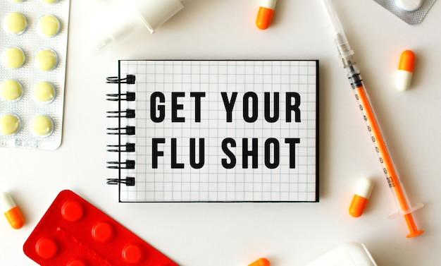 Bloco de notas com o texto get your flu shot
