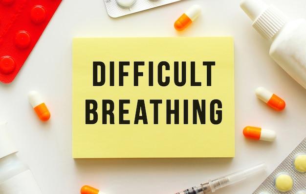 Bloco de notas com texto respiração difícil