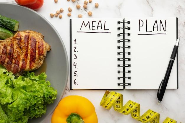 Bloco de notas de planejamento de refeições e composição de alimentos