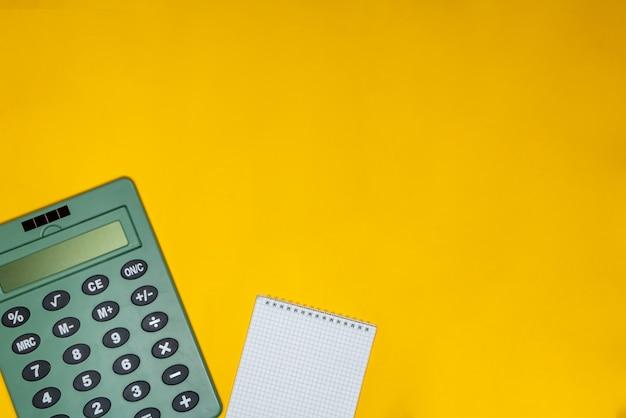 Bloco de notas e calculadora