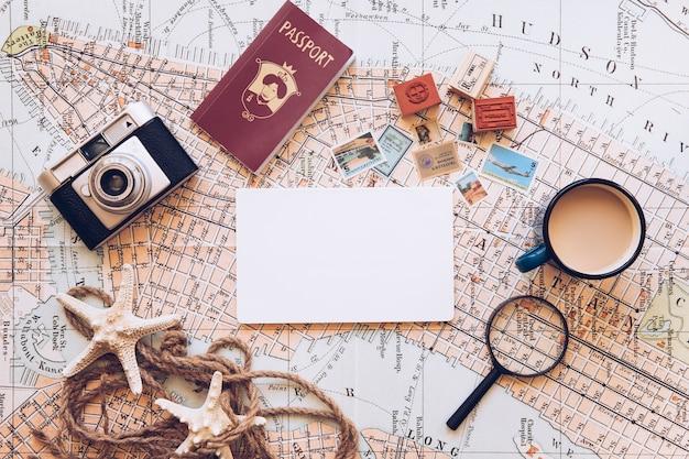 Bloco de notas e equipamento de viagem