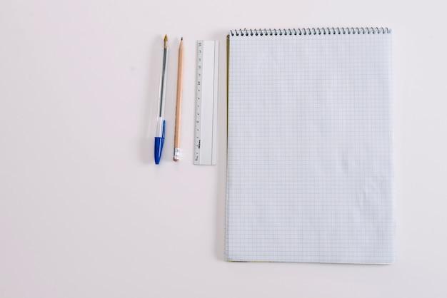 Bloco de notas e papelaria em branco
