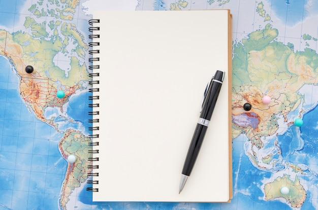 Bloco de notas em branco para memórias de viagem