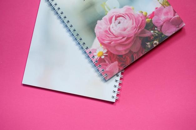 Bloco de notas para anotações para futuros recém-casados. caderno de casamento para a noiva