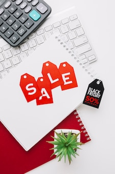 Bloco de notas sexta-feira preto com conceito de venda de plantas