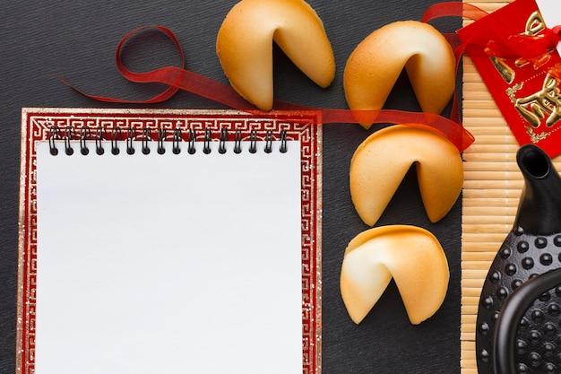 Bloco de notas vazio de biscoitos da sorte de ano novo