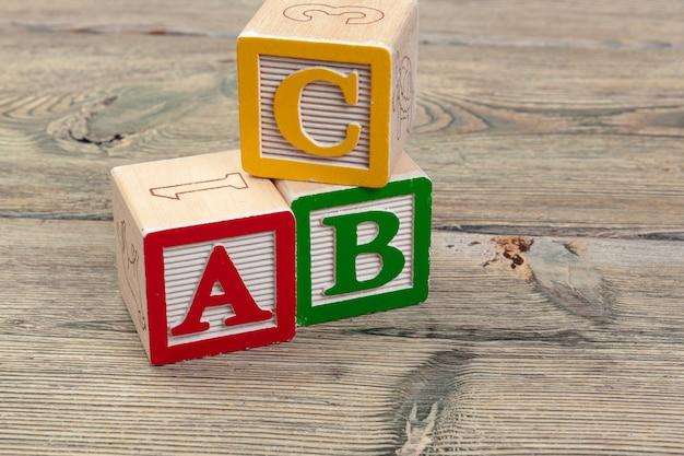 Blocos de alfabeto abc close-up, conceito de educação