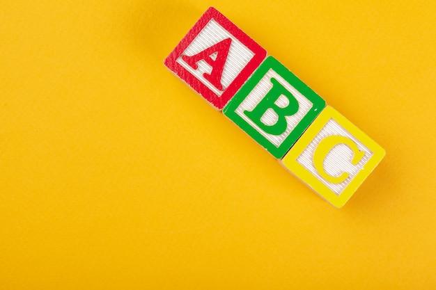 Blocos de alfabeto abc close-up