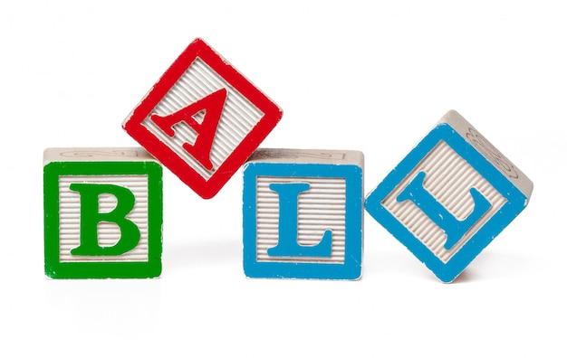 Blocos de alfabeto colorido. bola de palavra isolada no branco