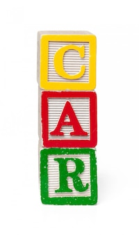 Blocos de alfabeto colorido. carro da palavra isolado