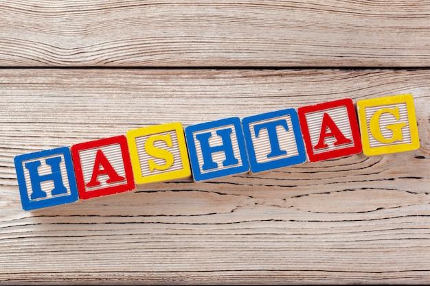Blocos de brinquedo de madeira com letras