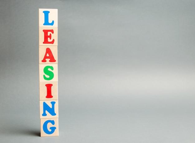Blocos de madeira com a palavra leasing.