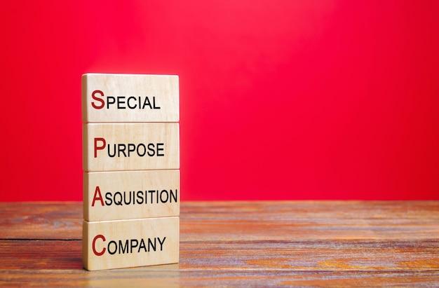 Blocos de madeira com a palavra spac empresa de aquisição de propósito específico
