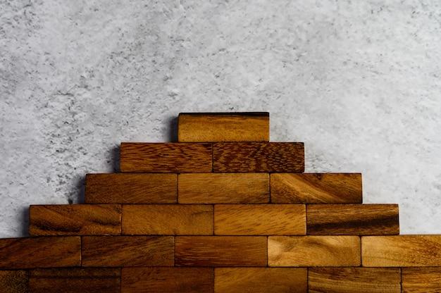Blocos de madeira, usados para jogos de dominó.