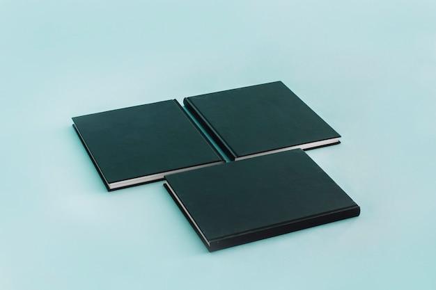 Blocos de notas com capa preta