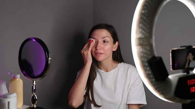 Blogueira ensina como cuidar da pele