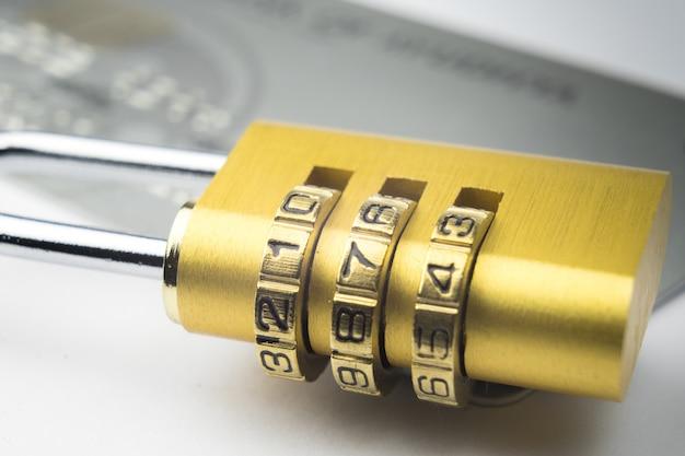 Bloqueio de cartão de crédito segurança de pagamento online confiança