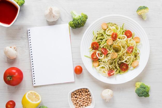 Boa comida vegan na mesa de madeira