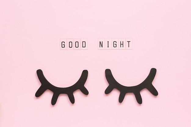 Boa noite, cílios pretos decorativos, olhos fechados conceito sonhos doces