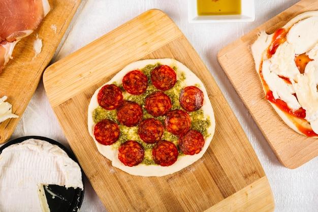 Boa pizza com salame
