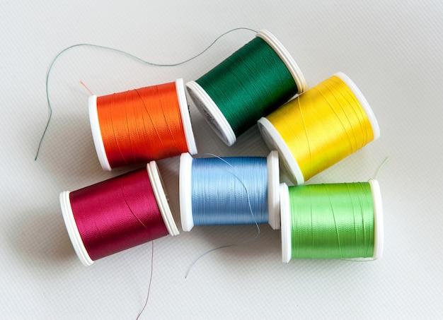 Bobinas de algodão ou fios coloridos
