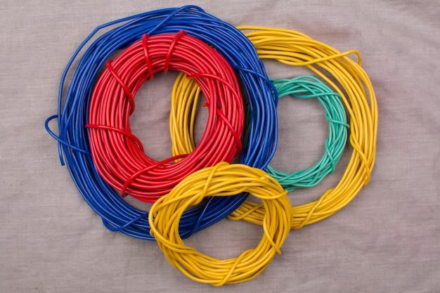 Bobinas de fio de cor